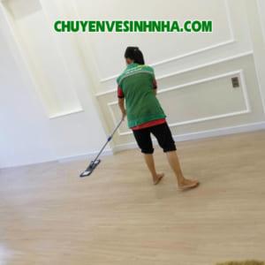 Lau vệ sinh sàn nhà